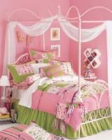 Сейчас цветы и розовые оттенки в моде