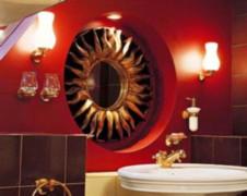 Как правило, в стандартный набор входят тумба с раковиной, зеркало, дополнительная напольная тумба, пенал или шкаф, возможно подвесной шкафчик