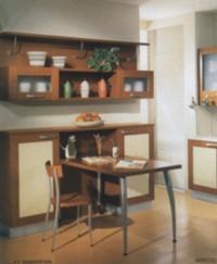 Самым удобным вариантом размещения стола считается тот, при котором он к стене не примыкает