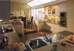 На кухне превалируют удобство и практичность, в столовой важно не только удобство, но и эстетика