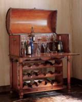 Антикварный или стилизованный под старину бар
