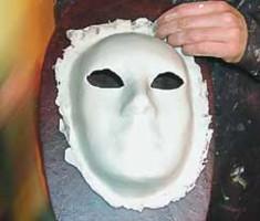 Вот такой получилась маска после покраски и шлифовки
